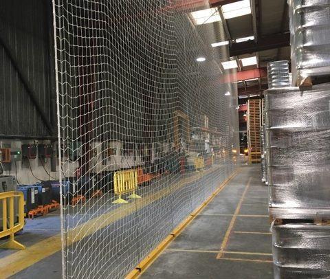 Filets de sécurité rayonnage plateforme logistique
